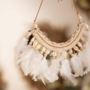 Dekoratívny náhrdelník Biele perie